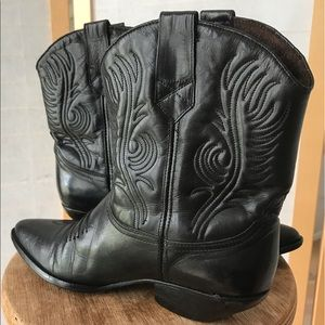 Guess by George Ma VTG black leather cowgirl boots